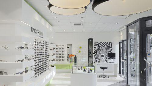 Backer Optik – Emden (DE). Neue Einrichtung Augenoptiker